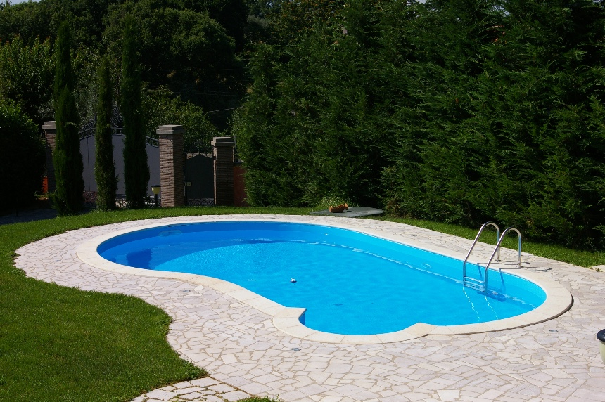 Macchie di ruggine arancio o brune in piscina come fare